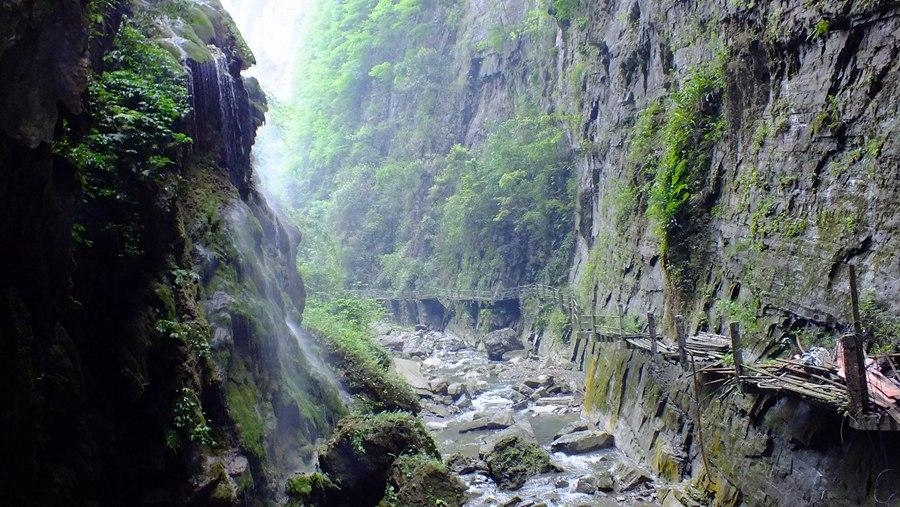 风景区  徒步佳境,回归自然 进入金刀峡,你会发现这里的风光奇异独特