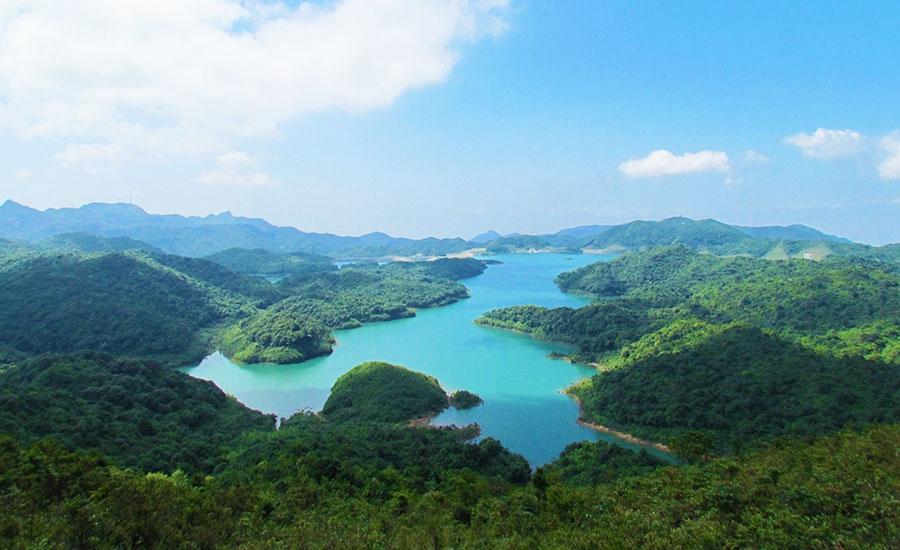 平安山旅游风景区位于象头山国家级自然保护区核心区,景区内森林密布