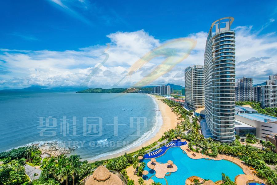 滨海假期 亚婆角碧桂园十里银滩酒店位于亚婆角旅游度假区,坐落在十里