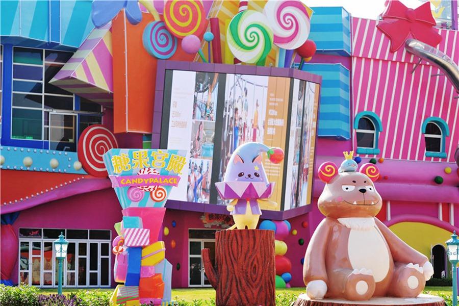 梦幻乐园满目都是可爱的元素,造型各异小动物,七彩糖果搭建的宫殿&